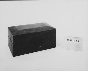 1977.742 (RS117061)
