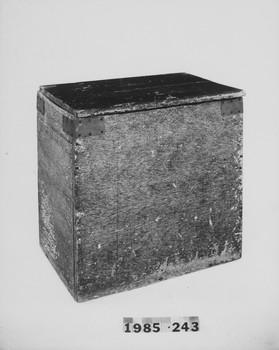 1985.243 (RS118598)
