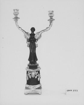 1949.352.2 (RS119472)
