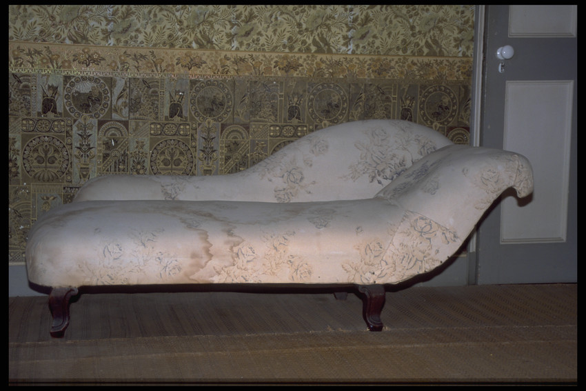 Daybed and pillow
