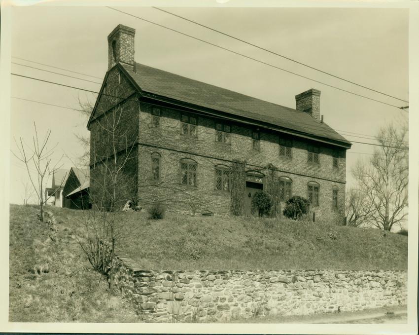 Exterior view of the Hazen-Spiller House, Haverhill, Mass.