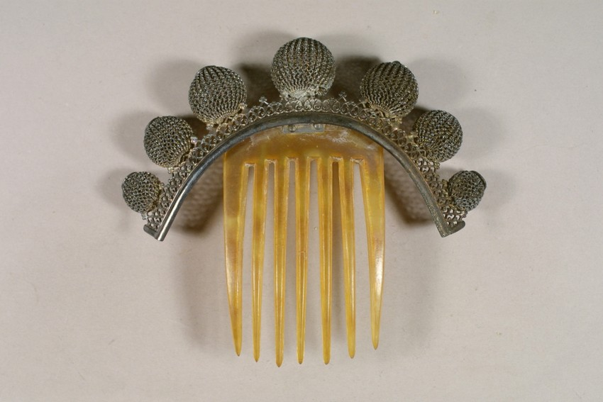 1860-1870 hinged hair comb, from Historic New England